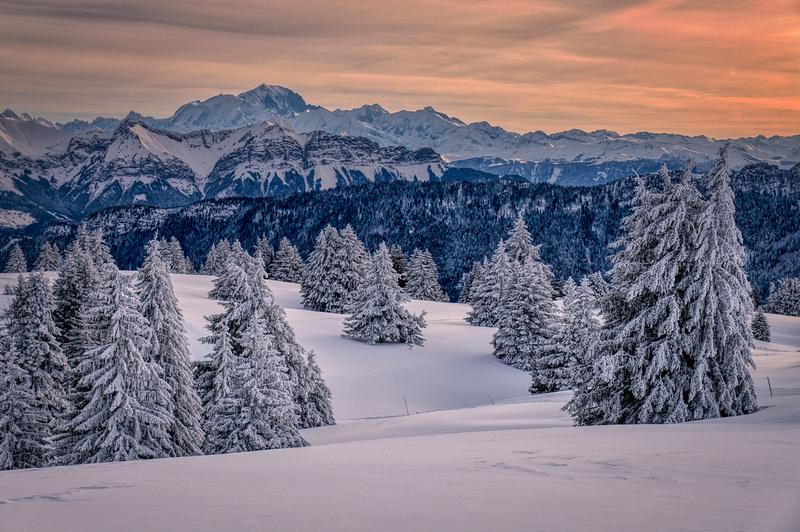 Le Mont Blanc depuis le Semnoz au lever du soleil