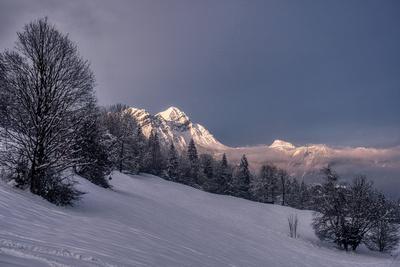 Lumière du soir sur le Mont Charvin depuis Marthod